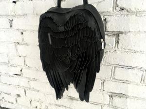 翼のレザーリュック(ブラック)